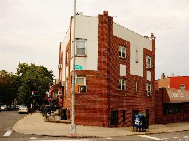 3 BR,  3.00 BTH 2 story style home in Elmhurst
