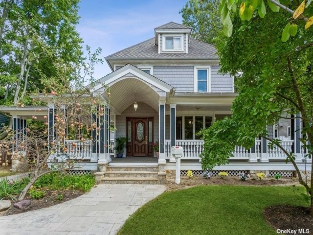 5 BR,  4.00 BTH Victorian style home in Rockville Centre