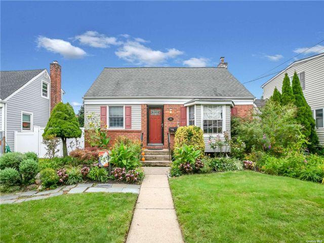 [Farmingdale Real Estate, listing number 3198552]