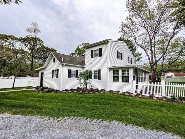 4 BR,  2.00 BTH Colonial style home in Smithtown