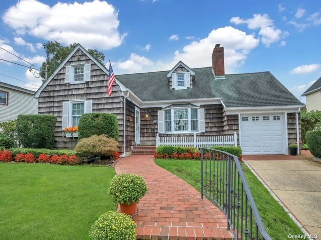 4 BR,  2.00 BTH Cape style home in Great Neck