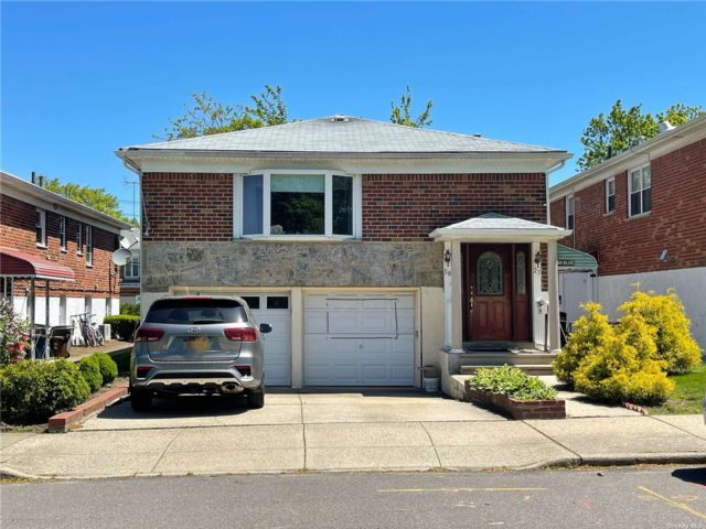 3 BR,  3.00 BTH High rise style home in Bayside