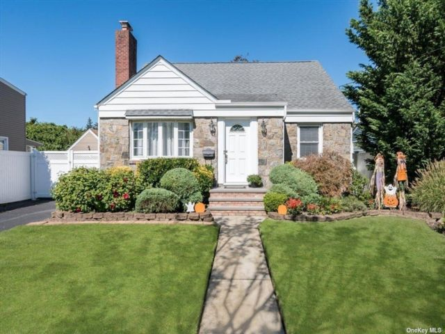 [Merrick Real Estate, listing number 3198730]