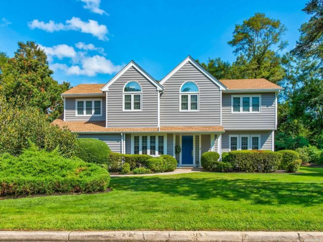 5 BR,  4.00 BTH Colonial style home in East Setauket