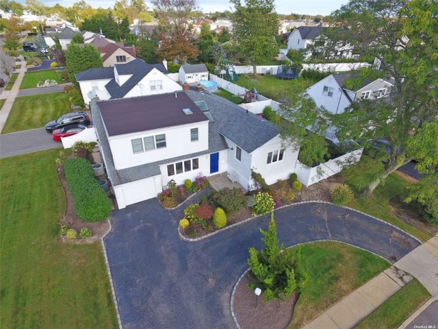 [Merrick Real Estate, listing number 3198762]