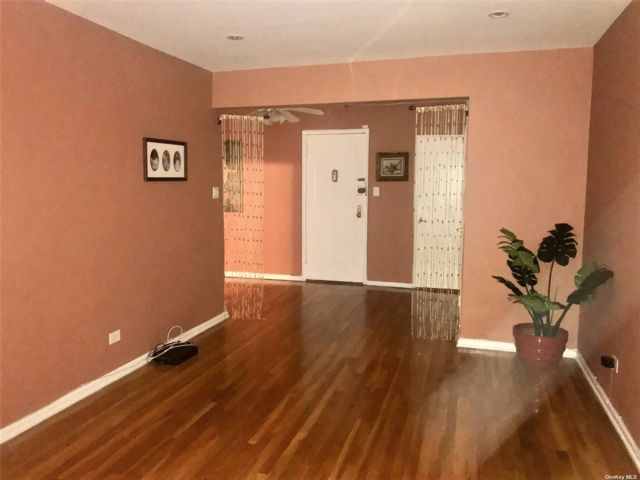 2 BR,  1.00 BTH High rise style home in Woodhaven