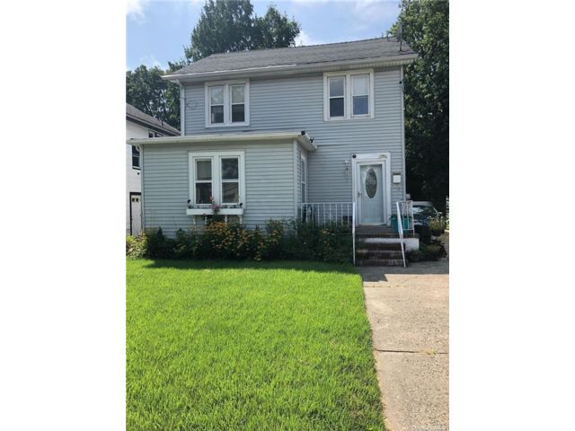 2 BR,  1.00 BTH Apt in house style home in West Hempstead
