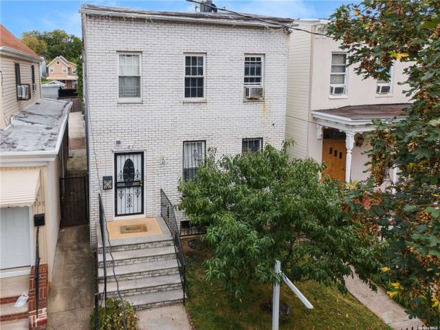 5 BR,  3.00 BTH 2 story style home in East New York