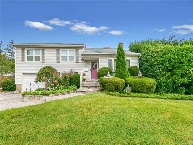[Farmingdale Real Estate, listing number 3198887]