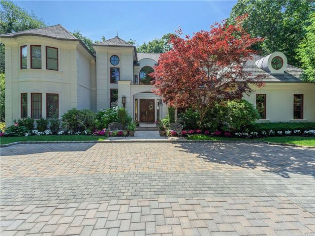 5 BR,  6.00 BTH Colonial style home in Brookville