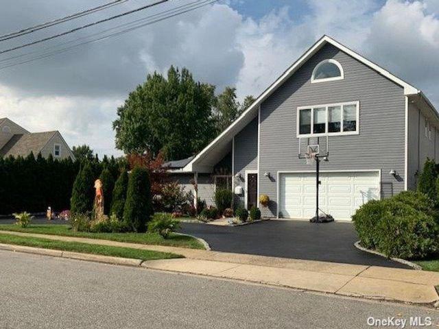 [Farmingdale Real Estate, listing number 3198898]