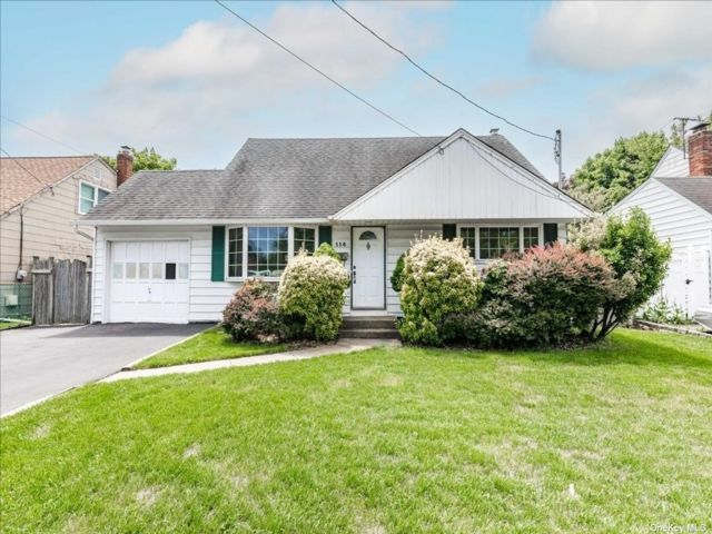 4 BR,  2.00 BTH Cape style home in Syosset