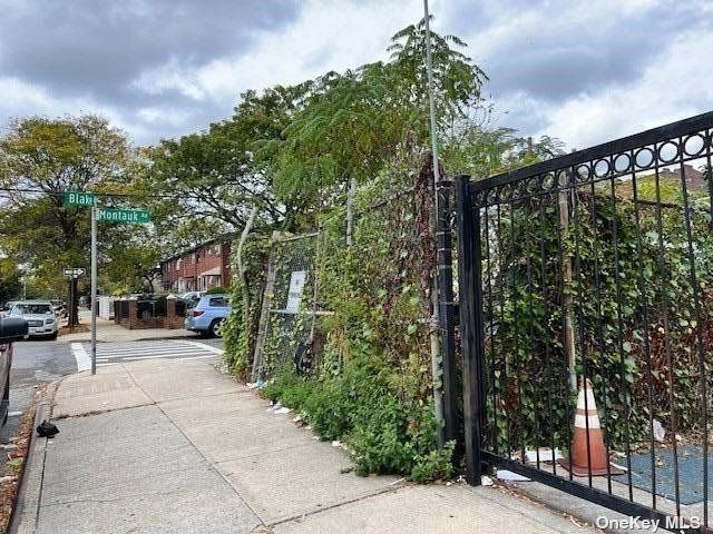 Lot <b>Size:</b> 20.08 ft x90 Land style home in East New York