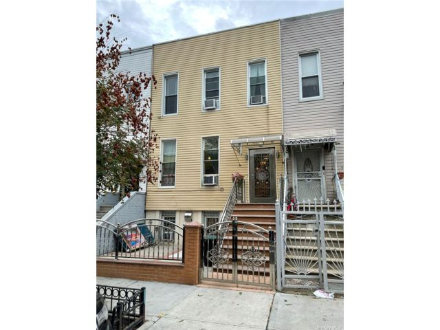 5 BR,  3.00 BTH 2 story style home in Bushwick