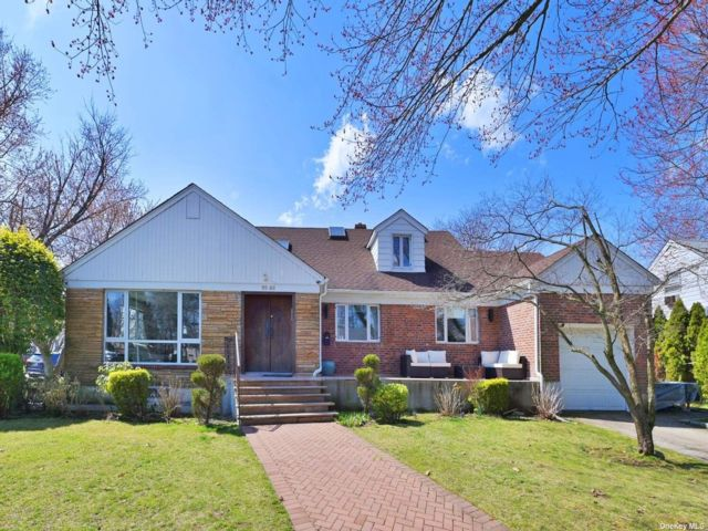 4 BR,  4.00 BTH Raised ranch style home in Hollis Hills