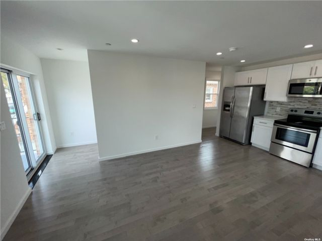 2 BR,  1.00 BTH 2 story style home in St. Albans