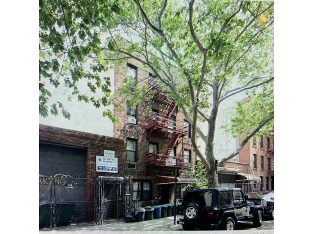Studio,  0.00 BTH Commercial style home in Carroll Gardens