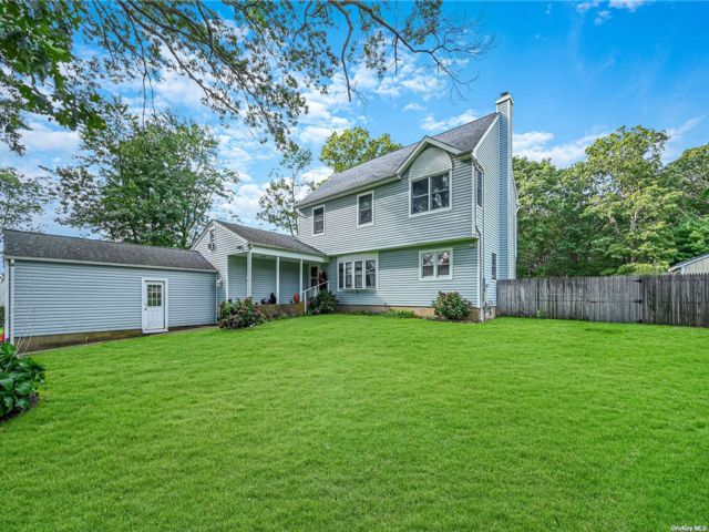 3 BR,  5.00 BTH Colonial style home in Centereach