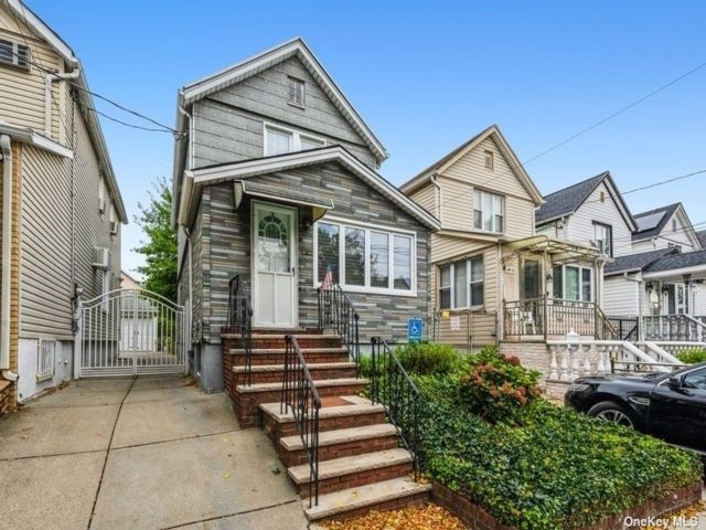 3 BR,  1.00 BTH Colonial style home in Ozone Park