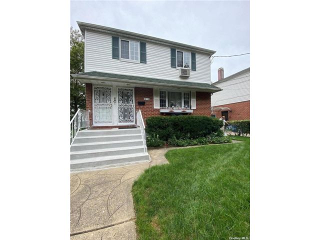 3 BR,  1.00 BTH 2 story style home in Flushing