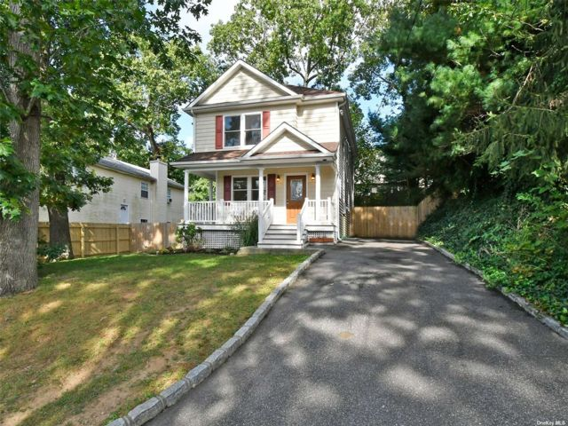 3 BR,  2.00 BTH Colonial style home in Huntington Station