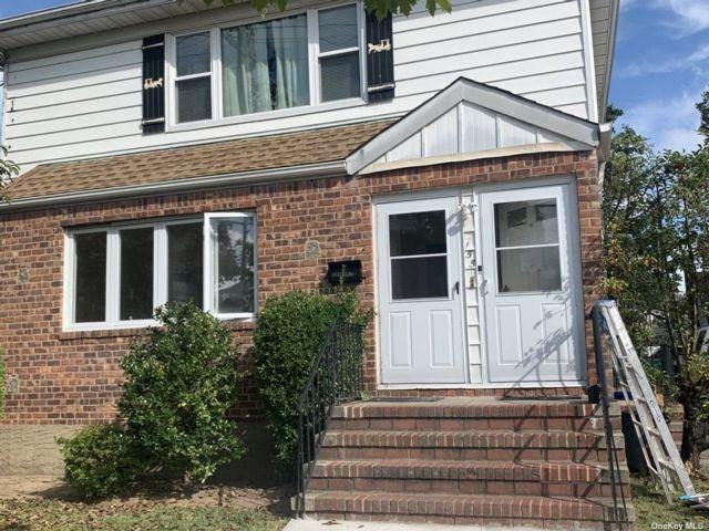 3 BR,  2.00 BTH Duplex style home in Valley Stream