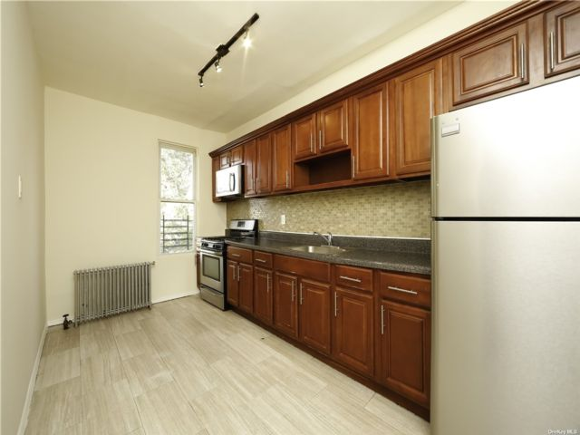 3 BR,  1.00 BTH Mixed use style home in Hollis