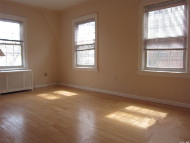2 BR,  1.00 BTH Colonial style home in Jackson Heights