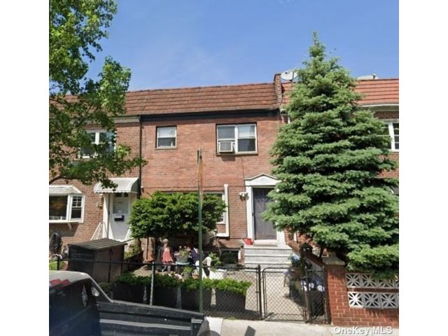 3 BR,  3.00 BTH 2 story style home in Astoria