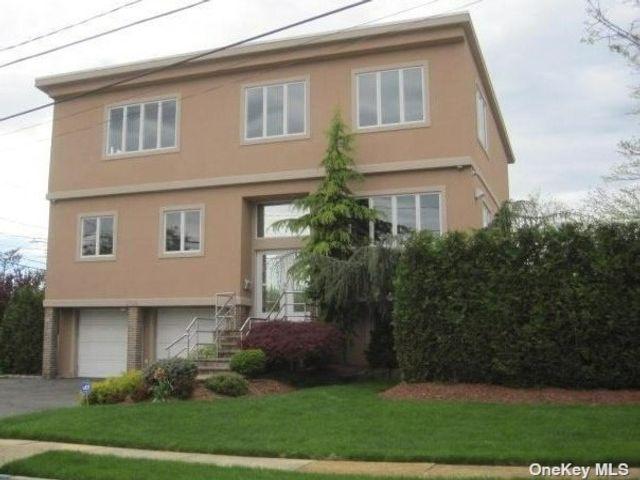 [Merrick Real Estate, listing number 3199281]