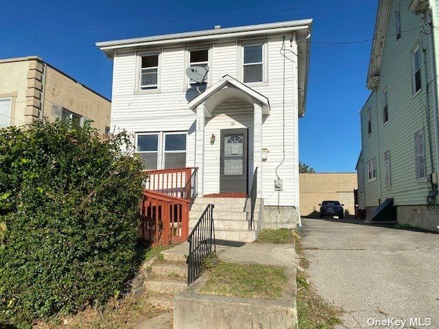 4 BR,  2.00 BTH 2 story style home in Mount Vernon
