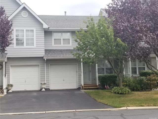 2 BR,  2.00 BTH Townhouse style home in Central Islip