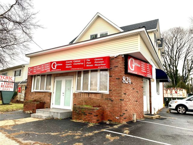 Studio,  0.00 BTH Commercial style home in Westbury