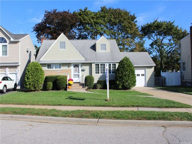 [Wantagh Real Estate, listing number 3199389]