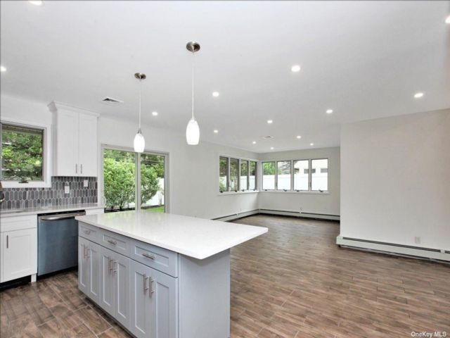 [Merrick Real Estate, listing number 3199390]