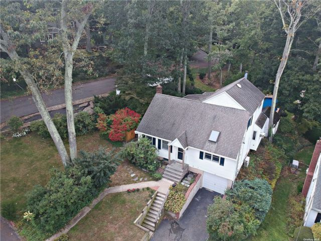 5 BR,  3.00 BTH Exp cape style home in Bayville