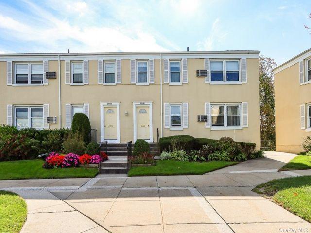 2 BR,  1.00 BTH Garden apartmen style home in Bellerose