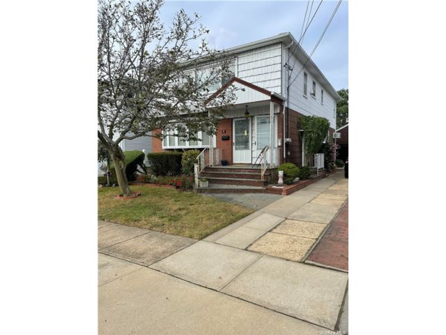 3 BR,  1.00 BTH 2 story style home in Valley Stream