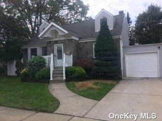 4 BR,  4.00 BTH Exp cape style home in Bethpage