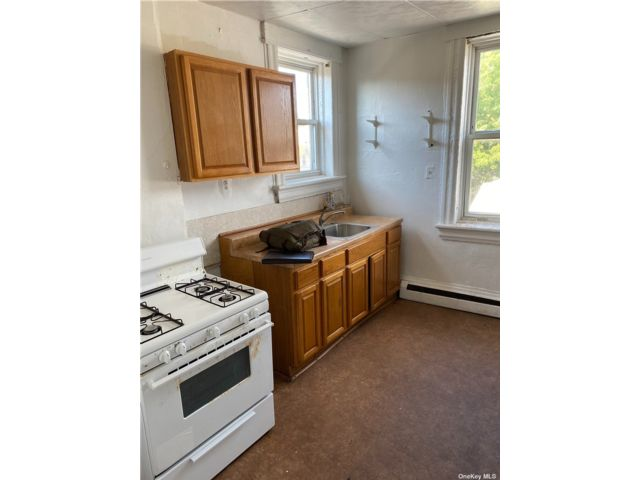 4 BR,  1.00 BTH Apt in house style home in Woodhaven
