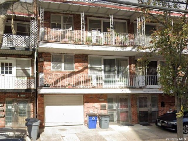 8 BR,  6.00 BTH Townhouse style home in Briarwood