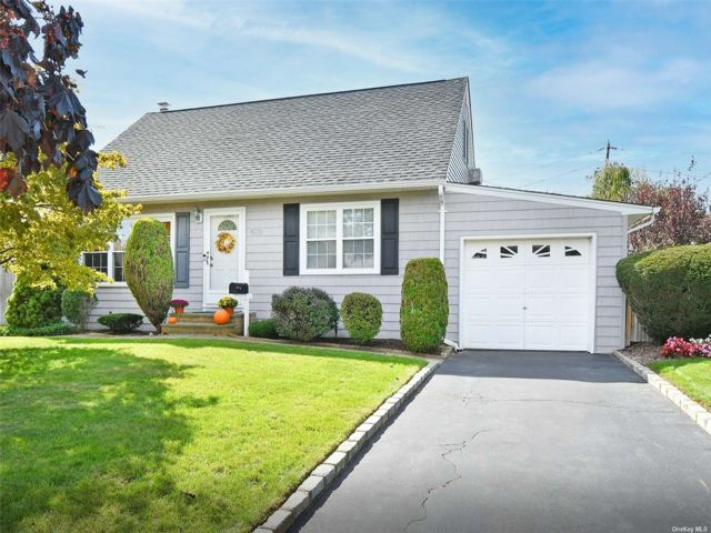[Wantagh Real Estate, listing number 3199570]