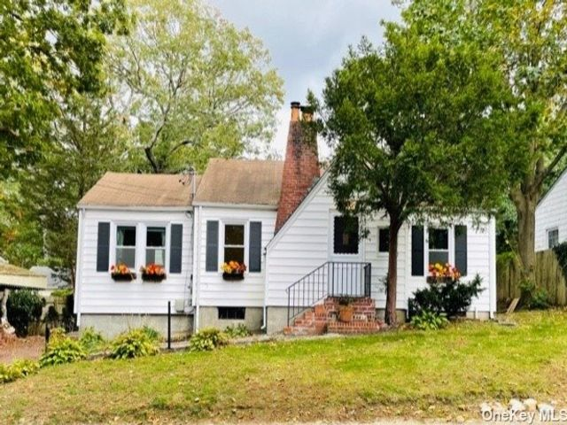 3 BR,  2.00 BTH Exp ranch style home in Huntington Station