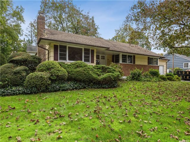3 BR,  3.00 BTH Exp ranch style home in Glen Cove