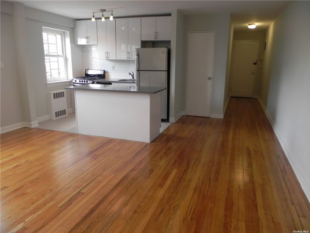 2 BR,  1.00 BTH Apt in bldg style home in Great Neck