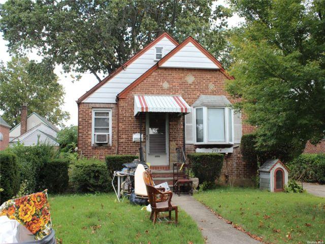 2 BR,  1.00 BTH Cape style home in Franklin Square