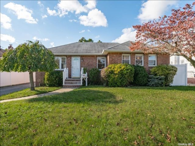 [Wantagh Real Estate, listing number 3199672]