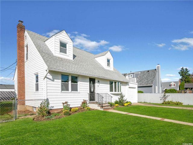 [Farmingdale Real Estate, listing number 3199673]