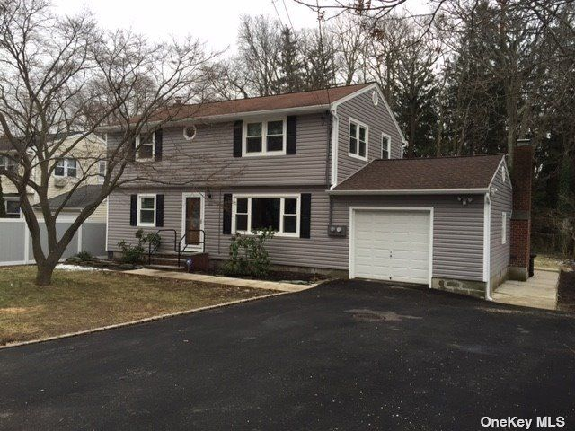 2 BR,  2.00 BTH Duplex style home in East Northport