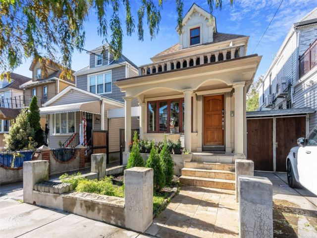 3 BR,  1.00 BTH Colonial style home in East Elmhurst
